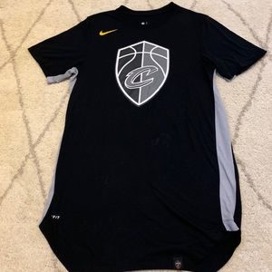 Nike Cavs NBA basketball team shirt